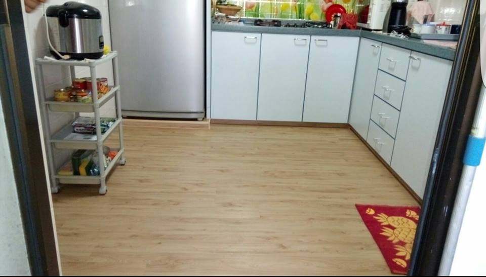 Vinyl Flooring In Wooden Design